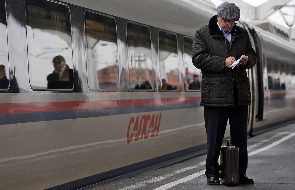 Пользуйтесь общественным транспортом, лучший вариант - метро. От автомобиля нет толку в больших пробках.